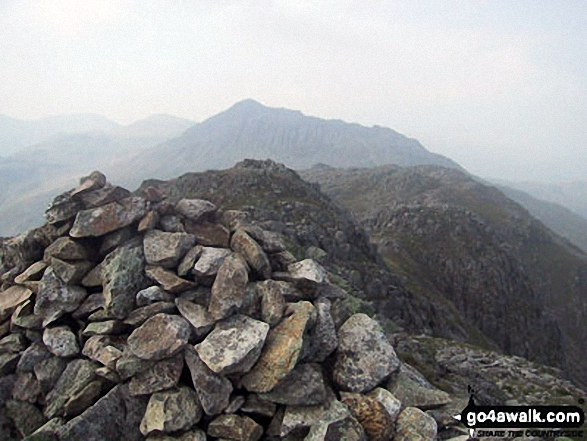 Walk c108 Crinkle Crags from The Old Dungeon Ghyll, Great Langdale - Esk Pike (left) and Bow Fell (Bowfell) from Crinkle Crags (Gunson Knott)