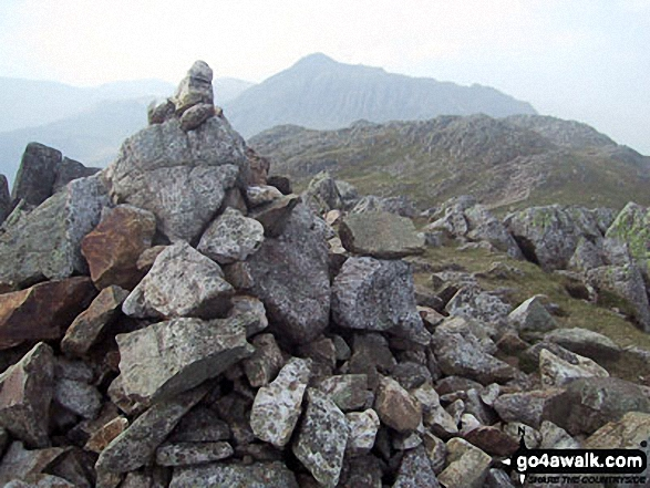 Walk c108 Crinkle Crags from The Old Dungeon Ghyll, Great Langdale - Bow Fell (Bowfell) from Shelter Crags summit cairn