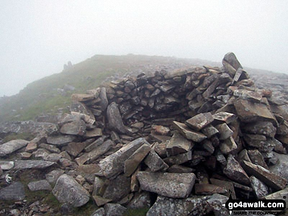 Cairn/shelter on Cadair Idris (Penygadair)