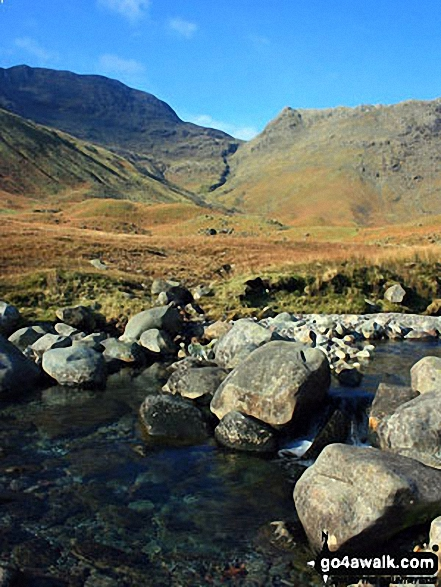 Looking across Mickleden Beck towards the Bowfell Buttress (left) and Rossett Pike (right)