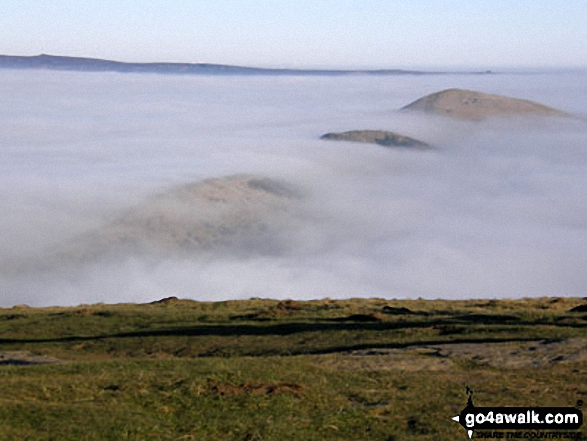 Hollins Cross, Back Tor (Hollins Cross) and Lose Hill (Ward's Piece) from Mam Tor during a temperature inversion