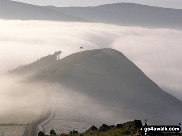 Walk d118 Lose Hill (Ward's Piece), Back Tor (Hollins Cross) and Castleton from Hope - Back Tor (Hollins Cross) from Lose Hill (Ward's Piece) with Mam Tor and Lord's Seat (Rushup Edge) beyond during a winter temperature inversion