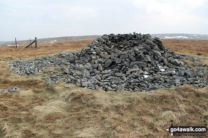 Shelter on the summit of Selside Pike