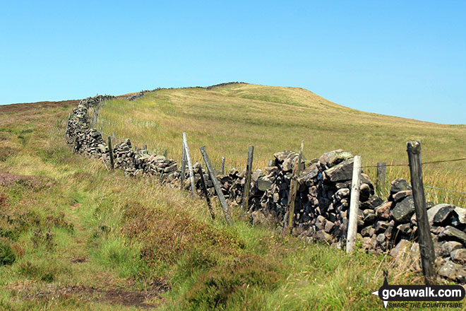 Following the wall up to Black Edge (Combs Moss)