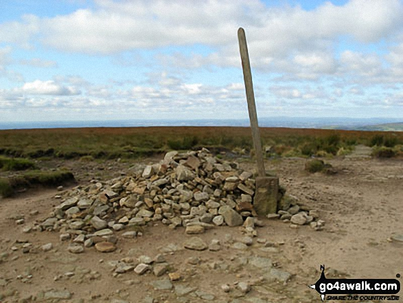 Mill Hill (Ashop Head) summit cairn. Walk route map d320 Mill Hill from Birchin Clough photo