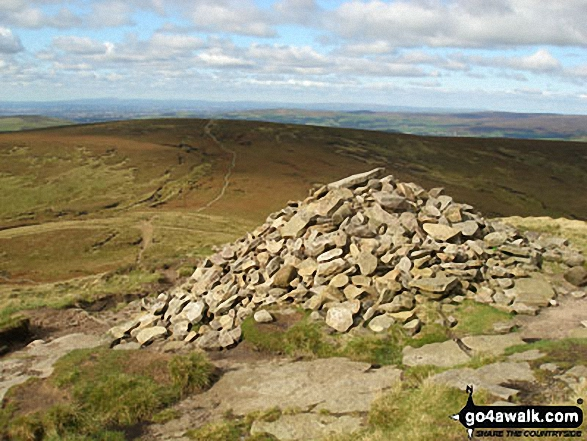 Mill Hill (Ashop Head) from the huge cairn on the western edge of The Kinder Plateau
