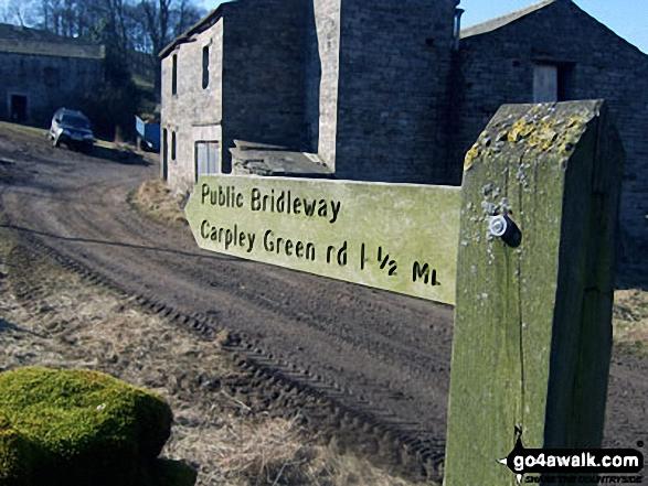 Fingerpost at Cubeck Farm