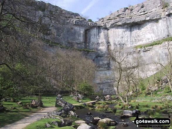 Walk Malham Cove walking UK Mountains in The Southern Dales Area The Yorkshire Dales National Park North Yorkshire    England