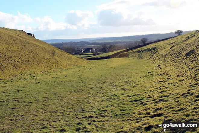 Walk d215 Longstone Edge, High Rake, Calver and Stoney Middleton from Eyam - The natural rake in fields south of Longstone Edge