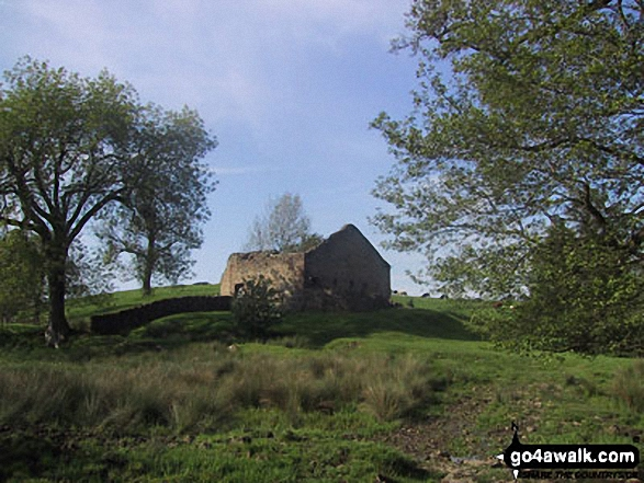 Ruined barn near Flasby