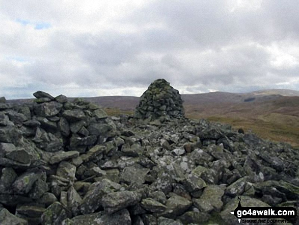 Large Cairn and shelter on Seat Robert