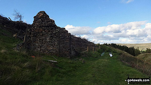 A ruined mine building and the path to Dowgang Hush