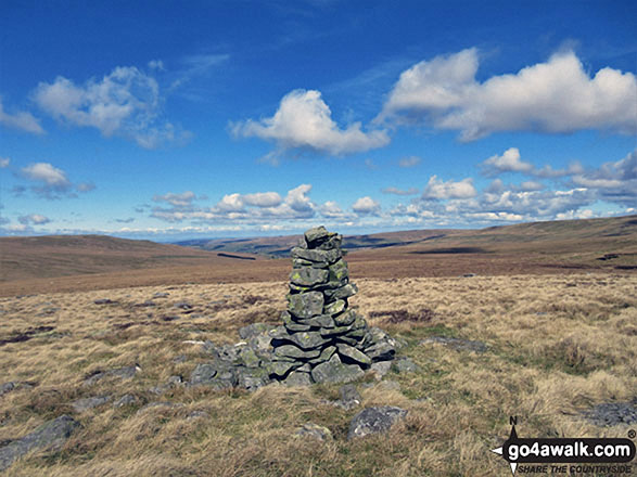 The tall marker cairn on the summit of Bellbeaver Rigg (Tynehead Fell)