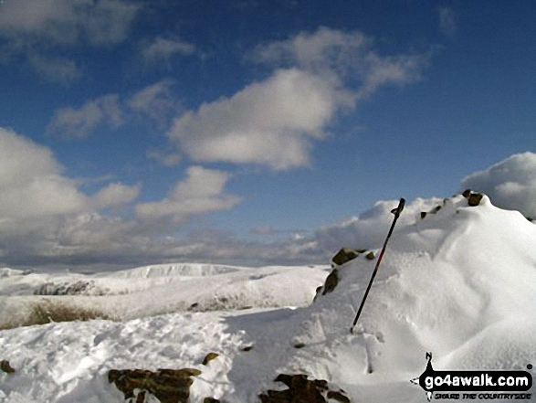 The summit of Little Hart Crag in deep snow