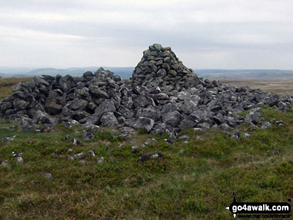Large cairn on Gorllwyn (Pen y Gorllwyn) summit