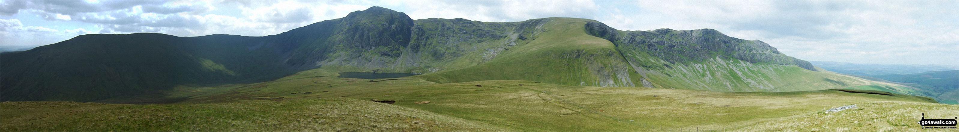The Aran Fawddwy Ridge - Drysgol (left) Drws Bach, Aran Fawddwy, Erw y Ddafad-ddu & Aran Benllyn from Foel Hafod-fynydd