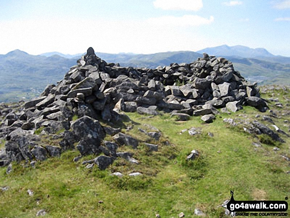 Manod Mawr summit shelter