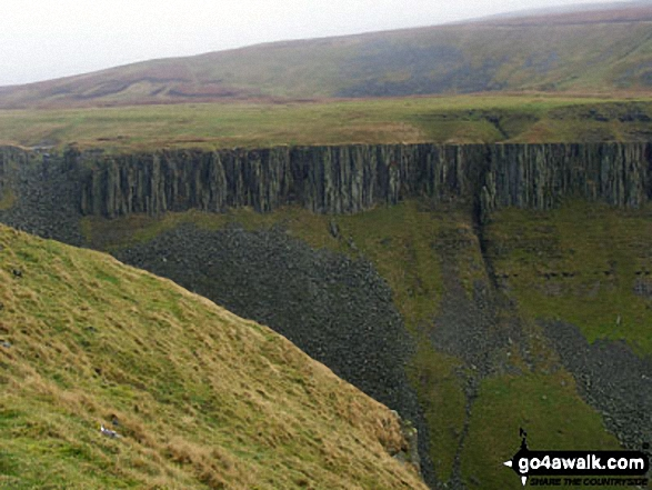 Looking across High Cup from the Narrow Gate path (Pennine Way)