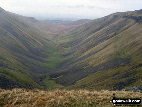 High Cup in all its glory from the Narrow Gate path (Pennine Way) at High Cup Nick