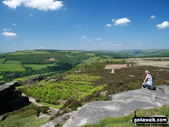 Looking north along Froggatt Edge. Walk route map d139 Froggatt Edge, Curbar Edge, The Derwent Valley and Grindleford from Hay Wood, Longshaw photo