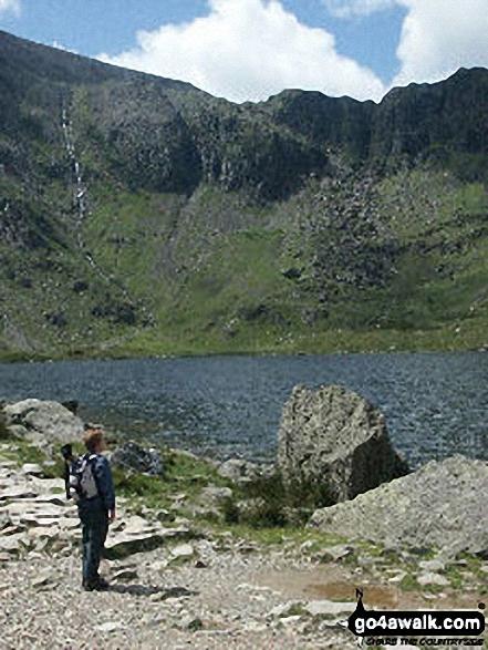 Walk gw115 Glyder Fach, Castell y Gwynt and Glyder Fawr from Ogwen Cottage, Llyn Ogwen - Llyn Idwal with Twll Du or The Devil's Kitchen beyond