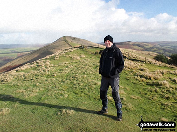 Mozzer on Back Tor (Hollins Cross) with Lose Hill (Ward