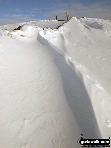 Deep snow on the Lose Hill (Ward's Piece) ridge. Walk route map d118 Lose Hill (Ward's Piece), Back Tor (Hollins Cross) and Castleton from Hope photo