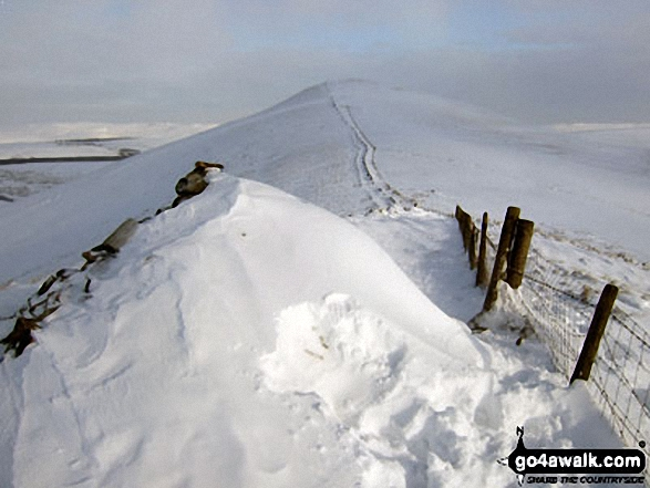Lose Hill (Ward's Piece) in deep snow from Back Tor (Hollins Cross)