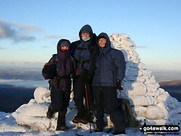 Kirsty (11), Siggi (14) and Anne (21+) on Cairn Gorm (Cairngorms)