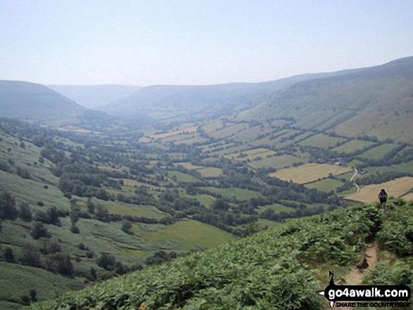 Walk Picture/View: The Vale of Ewyas from The Offa's Dyke Path on Black Mountain (South Top) in The Brecon Beacons, Powys, Wales by Gareth Leach (2)