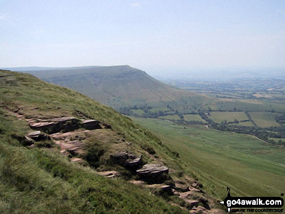 Twmpa (Lord Hereford's Knob) and Gospel Pass from Hay Bluff