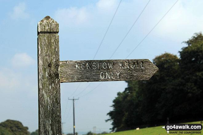 Kenslow Knoll sign opposite entrance to Kenslow Knoll Farm