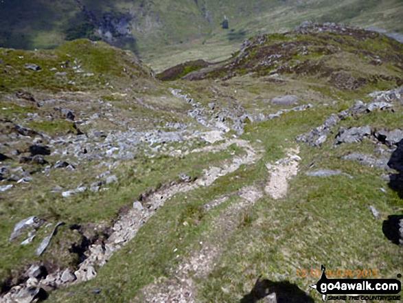 The rocky descent into Bwlch Cwm-trwsgl