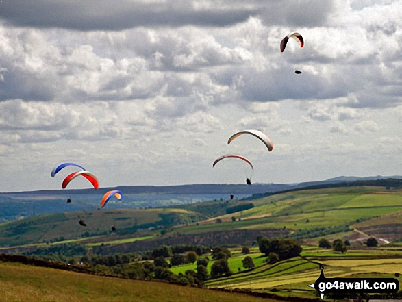 Para gliders above Bretton, Eyam Edge