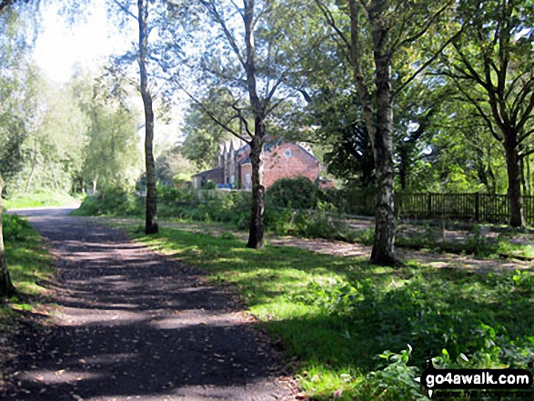 Lane leading to Linmere Visitor Centre. Walk route map ch129 Hangingstone Hill (Eddisbury Hill) from Barns Bridge Gates, Hatchmere photo