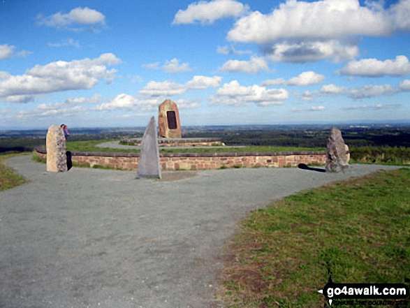 Sculpture and standing stones on the summit of<br>Hangingstone Hill (Eddisbury Hill). Walk route map ch129 Hangingstone Hill (Eddisbury Hill) from Barns Bridge Gates, Hatchmere photo