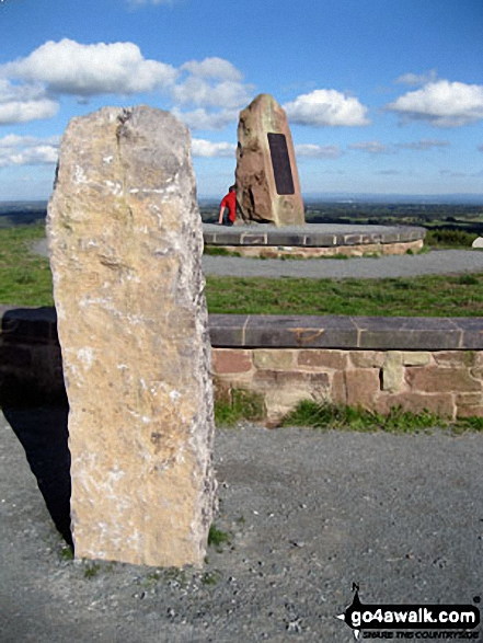 Sculpture and standing stone on the summit of<br>Hangingstone Hill (Eddisbury Hill)