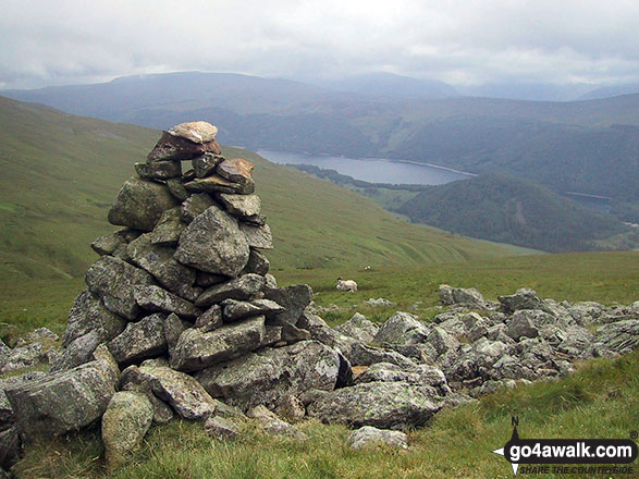 A cairn below Little Dodd (St John's Common) offering good views of Thirlmere in the valley below