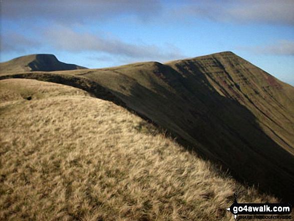 Walk po169 Corn Du, Pen y Fan, Cribyn and Fan y Big from Nant Cwm Llwch nr Brecon - Approaching the summit of Cribyn with Pen y Fan in the distance