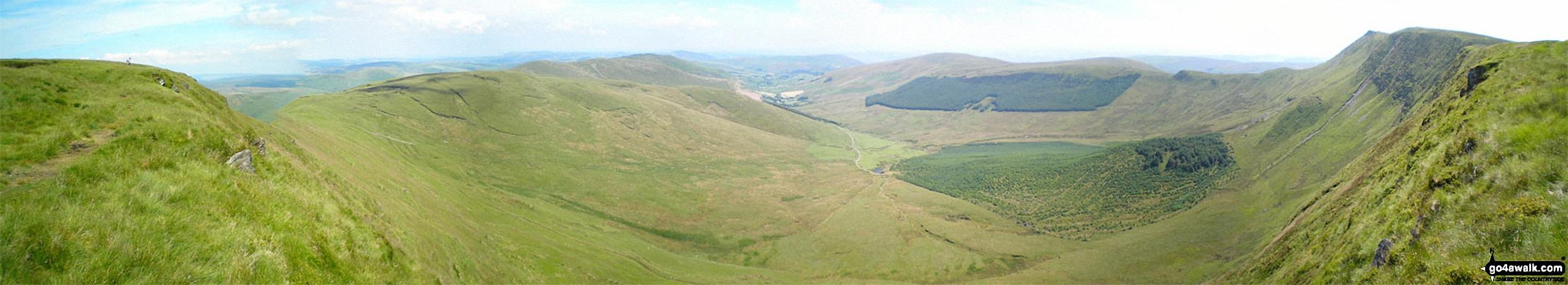 Cadair Berwyn (North Top), Tomle, Foel Wen, Foel Wen (South Top), Mynydd Tarw, Cwm Maen Gwynedd, Tyn-y-ffridd, Mynydd Mawr, Godor, Godor (West Top) and Moel yr Ewig from Cadair Berwyn