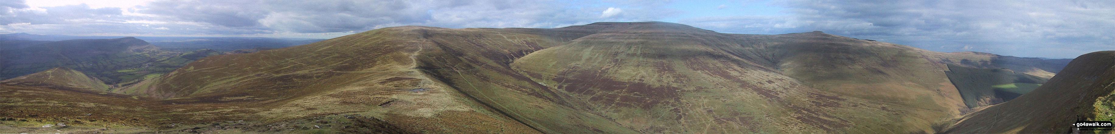 270° Panorama featuring Pengenfford, Pen Trumau, Waun Fach, Pen y Gadair Fawr, Pen Twyn Mawr, Crug Mawr and the The Grwyne Fechan valley from Mynydd Llysiau