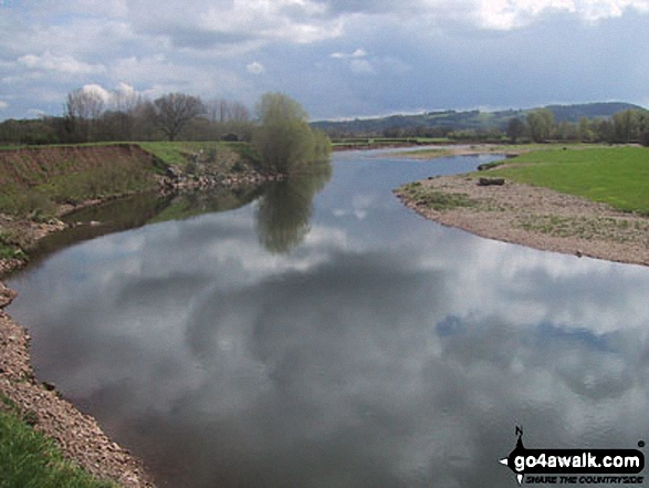 Walk mo122 The River Usk from Clytha - Clytha Hill from The River Usk