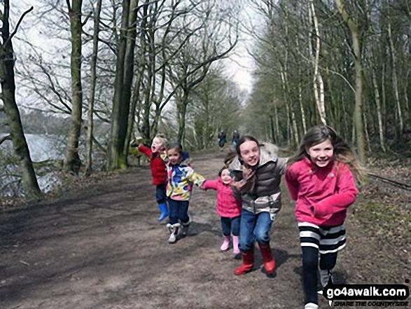 A gentle walk on the shore of Rudyard Reservoir for little legs
