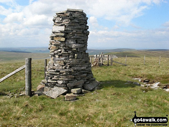 Walk Picture/View: Dead Stones summit currick in The North Pennines, County Durham, England by Mark Kissipie (101)