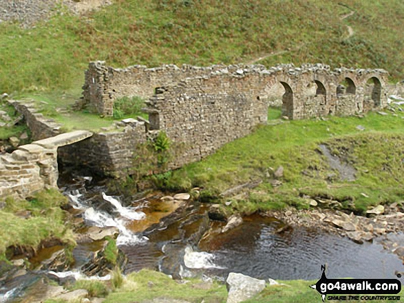 Walk ny103 Rogan's Seat and Water Crag (Arkengarthdale) from Keld - Blakethwaite Peat Store, Gunnerside Gill