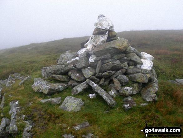 Llechwedd-llyfn summit cairn