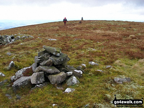 On Fiend's Fell. Walk route map c430 Cuns Fell, Melmerby Fell and Fiend's Fell from Melmerby photo