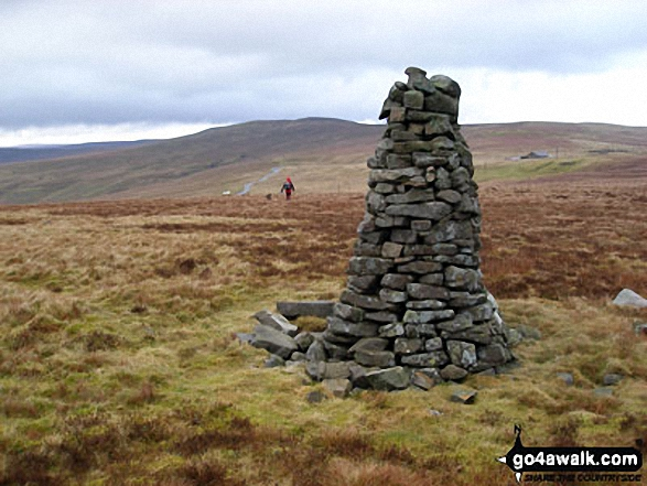 Beacon on Fiend's Fell with Black Fell (Haresceugh Fell) in the distance. Walk route map c430 Cuns Fell, Melmerby Fell and Fiend's Fell from Melmerby photo