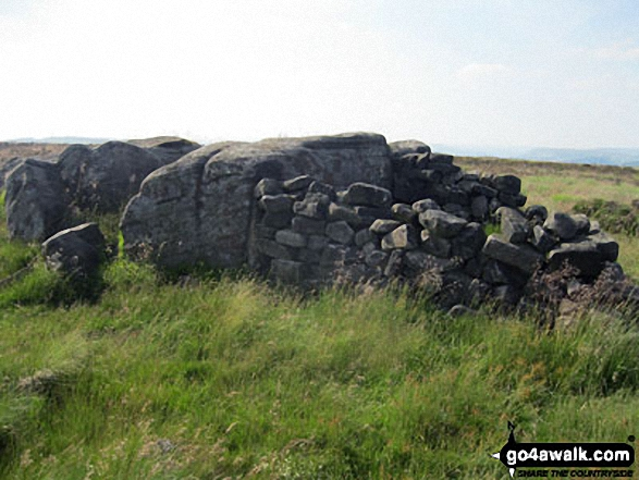 Shelter/ruin on the summit of White Edge (Big Moor)