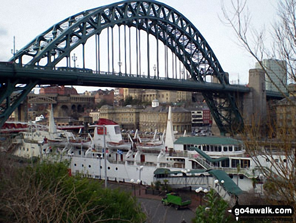 Walk tw100 The River Tyne from Gateshead Millennium Bridge (Baltic Square) - The Tyne Bridge, Newcastle